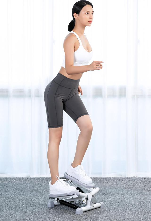 Điểm danh loạt sản phẩm giúp dân văn phòng tập thể dục thể thao tại chỗ để tránh đau lưng, béo bụng - Ảnh 2.