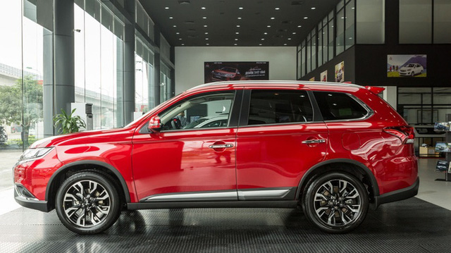 Mở màn tháng 10, ô tô 5+2 chỗ của hãng xe Nhật giảm đậm tay 160 triệu đồng tại Việt Nam - Ảnh 6.