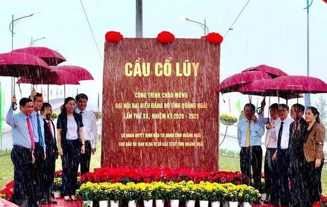 Cây cầu lớn nhất tỉnh Quảng Ngãi được thông xe  - Ảnh 1.
