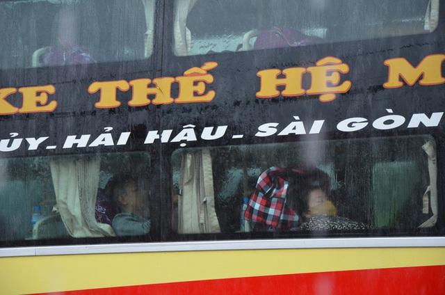 Dân Quảng Bình lùa trâu lên quốc lộ tránh lũ, cứu hộ chạy đua giải cứu bà cụ gãy chân tay kẹt trong nước - Ảnh 8.