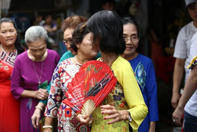 Ngày Đẹp Nhất của những người phụ nữ xóm ve chai - Ảnh 9.