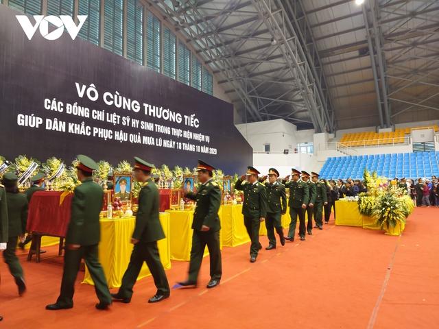 Lễ viếng và truy điệu 22 liệt sĩ Đoàn KTQP 337 hy sinh khi đang làm nhiệm vụ - Ảnh 1.
