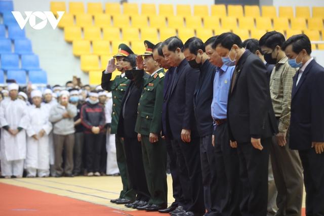 Lễ viếng và truy điệu 22 liệt sĩ Đoàn KTQP 337 hy sinh khi đang làm nhiệm vụ - Ảnh 16.