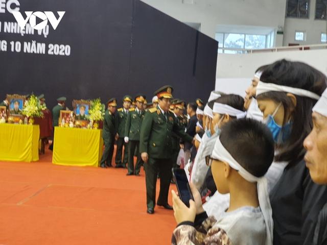 Lễ viếng và truy điệu 22 liệt sĩ Đoàn KTQP 337 hy sinh khi đang làm nhiệm vụ - Ảnh 28.