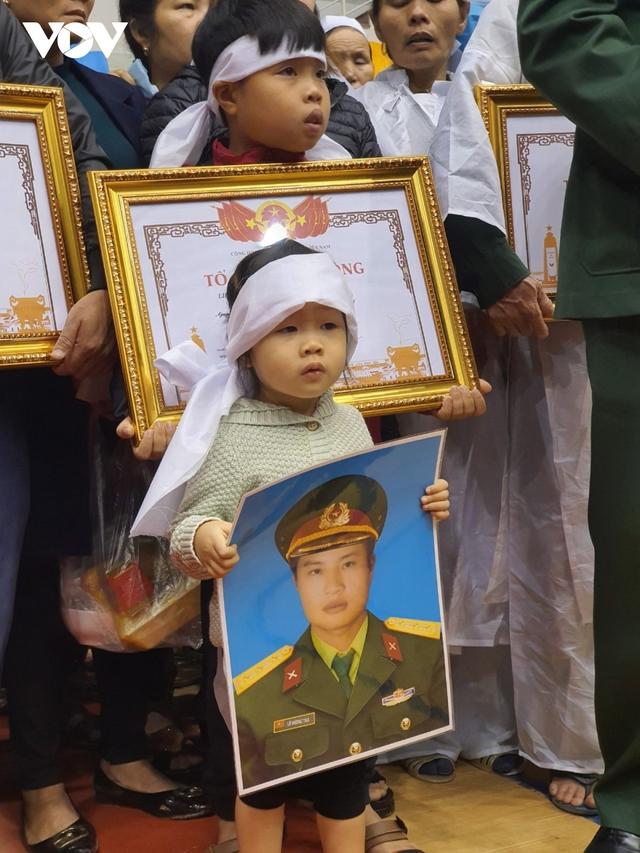 Lễ viếng và truy điệu 22 liệt sĩ Đoàn KTQP 337 hy sinh khi đang làm nhiệm vụ - Ảnh 39.