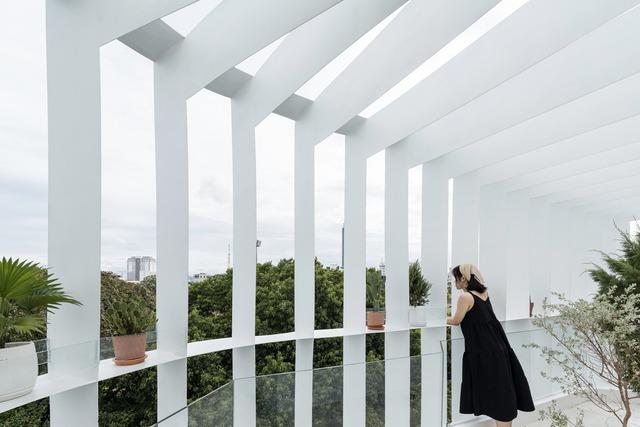 Công trình vừa là nhà cho 7 người ở, vừa là quán cà phê trên mảnh đất 35 m2 ở Huế - Ảnh 8.