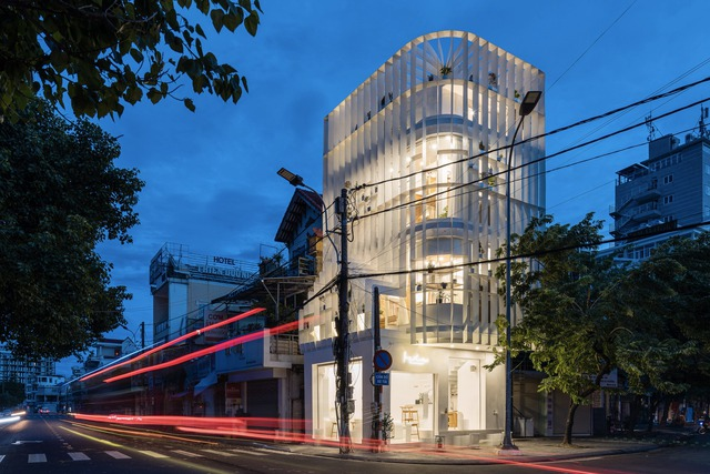 Công trình vừa là nhà cho 7 người ở, vừa là quán cà phê trên mảnh đất 35 m2 ở Huế - Ảnh 9.