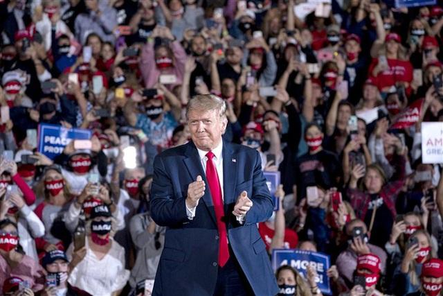 Phát hiện bất ngờ về các cuộc vận động tranh cử của ông Trump: Tổng thống đang cầm con dao hai lưỡi - Ảnh 1.