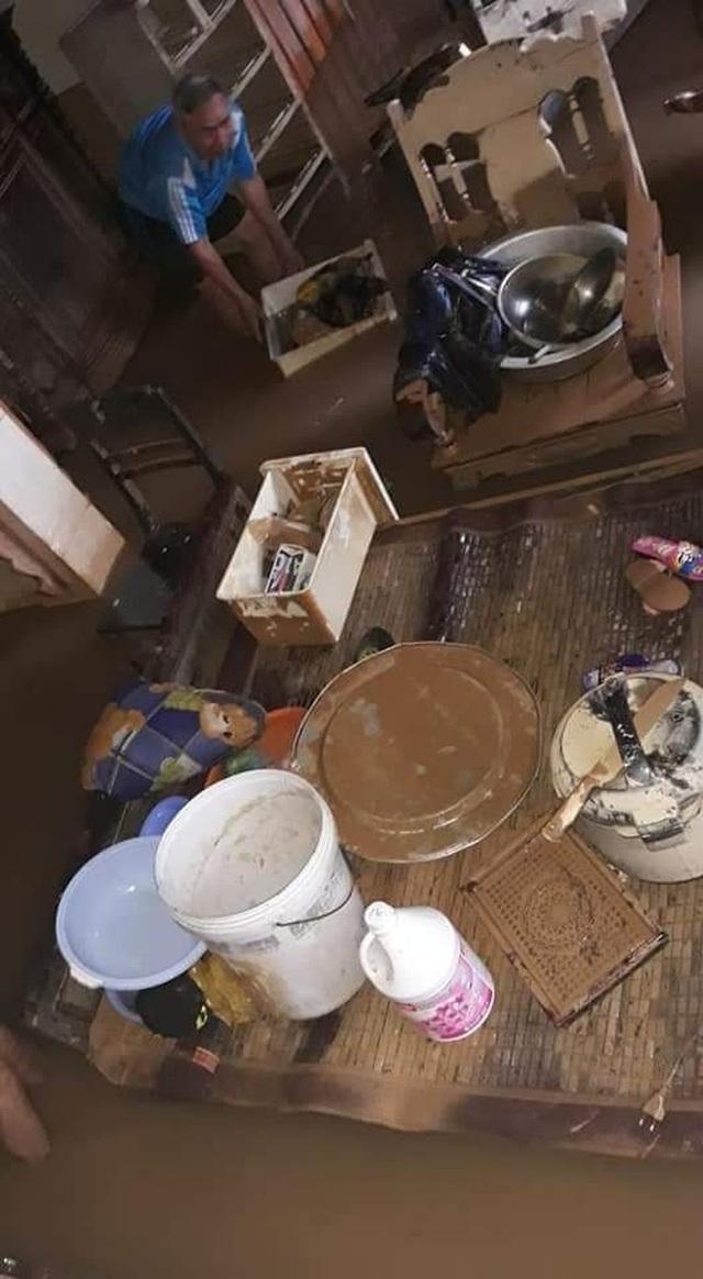 Khung cảnh nhà cửa tan hoang sau trận đại hồng thuỷ ở Quảng Bình: Tài sản bị ngâm nước nhầy nhụa bùn đất, thóc mọc mầm, vật nuôi chết hàng loạt - Ảnh 17.