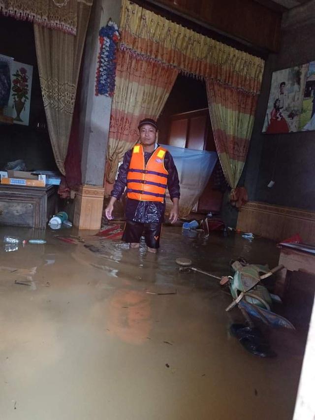 Khung cảnh nhà cửa tan hoang sau trận đại hồng thuỷ ở Quảng Bình: Tài sản bị ngâm nước nhầy nhụa bùn đất, thóc mọc mầm, vật nuôi chết hàng loạt - Ảnh 22.