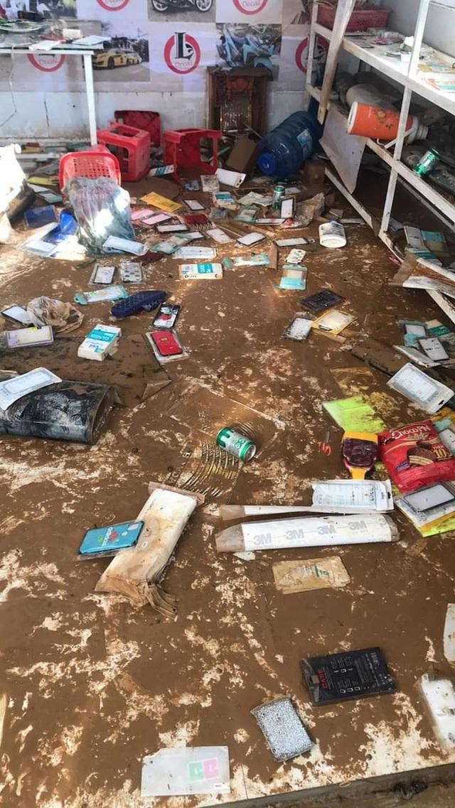 Khung cảnh nhà cửa tan hoang sau trận đại hồng thuỷ ở Quảng Bình: Tài sản bị ngâm nước nhầy nhụa bùn đất, thóc mọc mầm, vật nuôi chết hàng loạt - Ảnh 25.