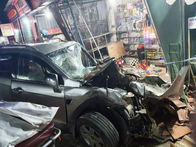 Ôtô tải nổ lốp, mất lái tông vào 4 nhà dân làm 2 người chết, 4 bị thương - Ảnh 3.