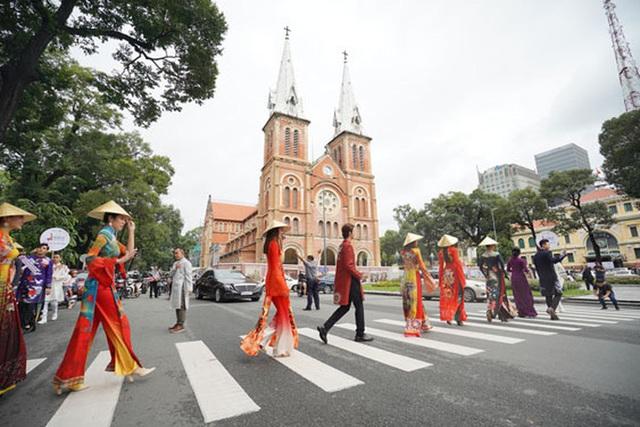 Kích cầu du lịch TP HCM kịp cuối năm  - Ảnh 1.