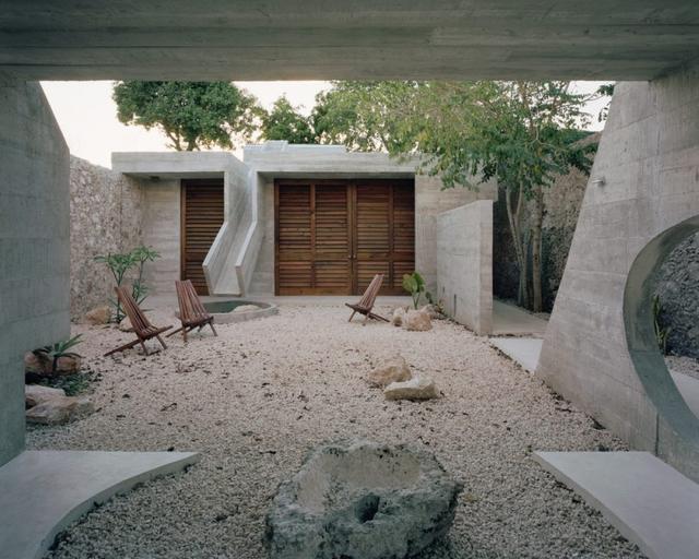 Ngôi nhà khỏa thân có hình dáng kỳ lạ ở Mexico - Ảnh 1.