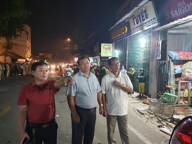 Hiện trường vụ xe điên tông vào nhà dân ở Quảng Ngãi, làm nhiều người chết - Ảnh 12.