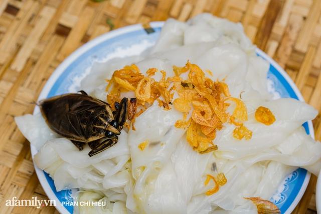 Bánh cuốn cà cuống: Món ăn tưởng đã thất truyền, nào ngờ vẫn được người phụ nữ 30 năm bán trên phố Nguyễn Khuyến gìn giữ, ai ăn thử một lần nghiện đến khó quên - Ảnh 16.