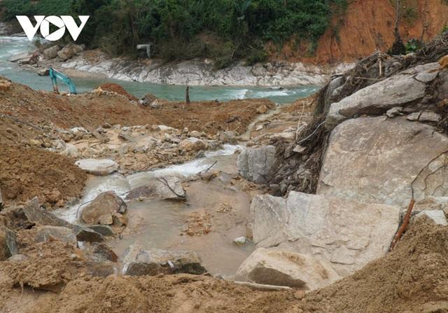 Tìm thấy thi thể thứ 5 vụ sạt lở thủy điện Rào Trăng 3 - Ảnh 6.