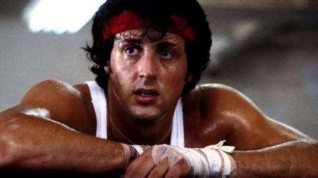 Điều gì đã biến một kẻ vô gia cư, phải bán thú cưng vì không đủ khả năng nuôi dưỡng trở thành huyền thoại Hollywood Sylvester Stallone? - Ảnh 1.