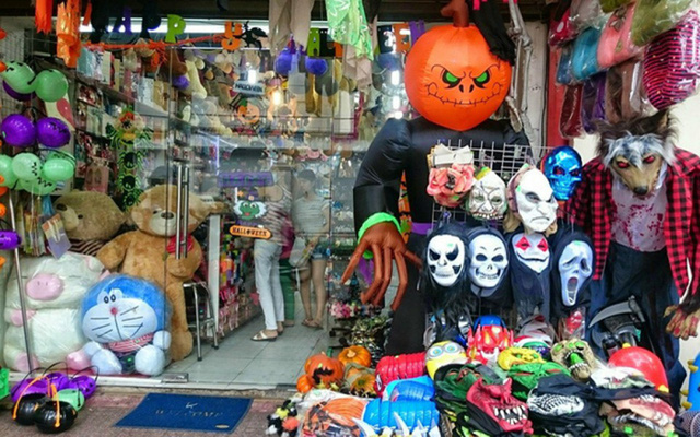 Thị trường đồ hóa trang Halloween 2020 sôi động bất chấp Covid-19  - Ảnh 2.