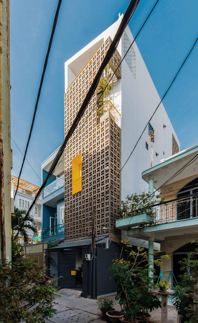 Ngôi nhà trong hẻm rộng 60m2, thiết kế De Stijl cực ấn tượng, giá cả mới gây bất ngờ nhất - Ảnh 1.
