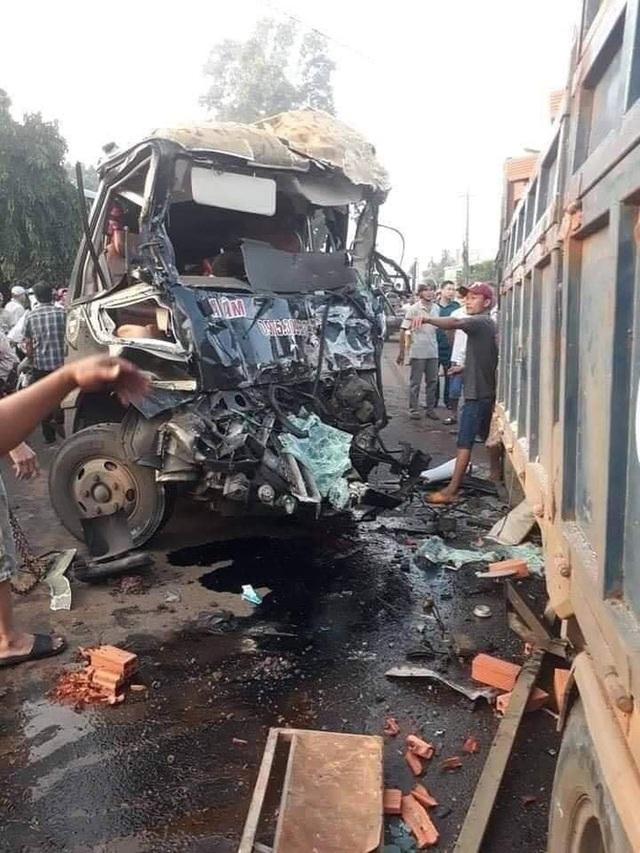 Xe khách và xe tải đâm nhau ở Đồng Nai, 1 tài xế tử vong, 1 tài xế nguy kịch - Ảnh 1.