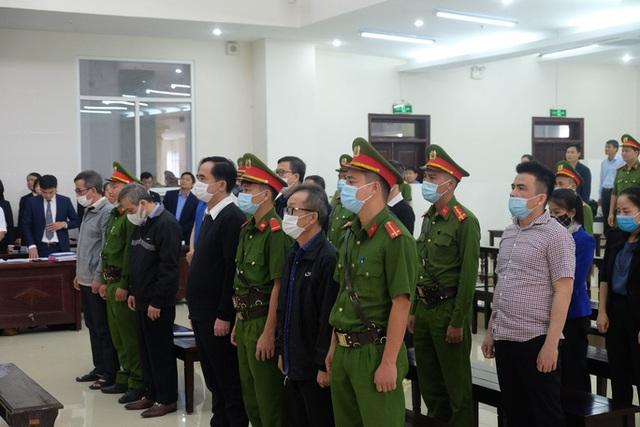Nguyên phó tổng BIDV: Bị cáo thấy dự án rủi ro nhưng ông Trần Bắc Hà đe dọa cách chức  - Ảnh 1.