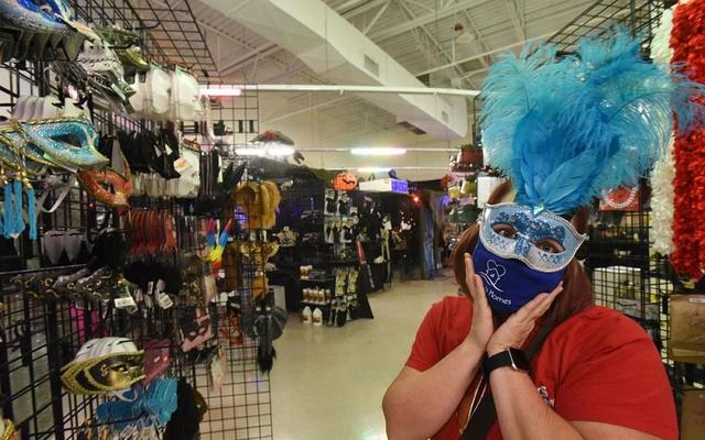 Thị trường đồ hóa trang Halloween 2020 sôi động bất chấp Covid-19  - Ảnh 5.