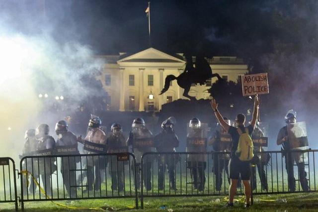 10 khoảnh khắc đáng nhớ nhất của chiến dịch tranh cử tổng thống Mỹ 2020 - Ảnh 5.