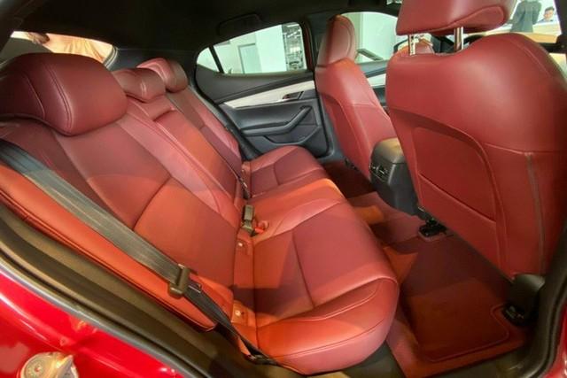 Mazda3 thêm phiên bản đặc biệt tại Việt Nam: Giá 869 triệu đồng, sản xuất giới hạn chỉ 40 chiếc - Ảnh 11.