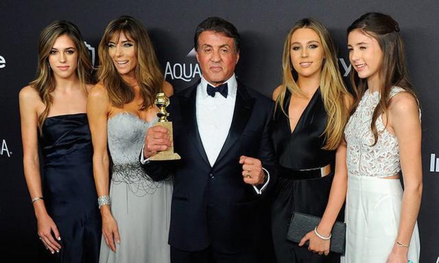Điều gì đã biến một kẻ vô gia cư, phải bán thú cưng vì không đủ khả năng nuôi dưỡng trở thành huyền thoại Hollywood Sylvester Stallone? - Ảnh 2.