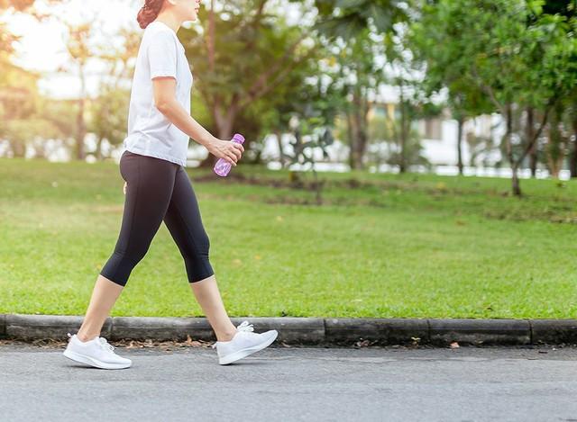 Nên đi bộ vào thời điểm nào trong ngày để có hiệu quả sức khỏe tốt nhất? - Ảnh 2.
