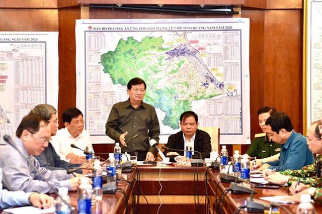 CLIP: Phó Thủ tướng Trịnh Đình Dũng gọi điện lãnh đạo Bình Định, Quảng Ngãi về bão số 9  - Ảnh 1.