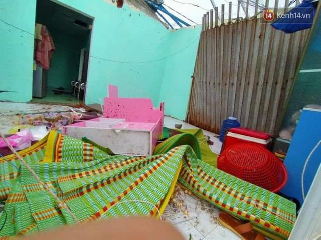 Những hình ảnh đầu tiên tại đảo Lý Sơn khi bão số 9 đi qua: Mọi thứ đều tan hoang, người dân thất thần bên đống đổ nát - Ảnh 1.