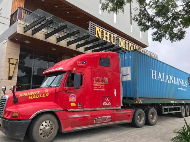 Người Đà Nẵng thuê container chắn trước khách sạn, cửa hàng để đề phòng sức tàn phá khủng khiếp của bão số 9 - Ảnh 4.