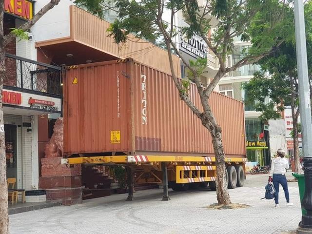 Người Đà Nẵng thuê container chắn trước khách sạn, cửa hàng để đề phòng sức tàn phá khủng khiếp của bão số 9 - Ảnh 6.