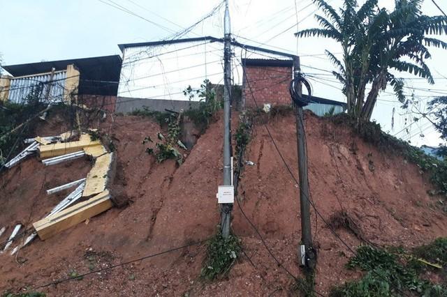 Sạt lở núi ở Quảng Nam, 4 người bị vùi lấp thoát chết thần kỳ  - Ảnh 6.