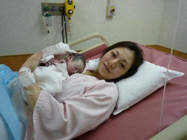 Bố Nhật cùng con gái bị bệnh tim bẩm sinh chiến đấu suốt 10 năm: Bố chẳng cần gì, chỉ cần con sống và 10.000 bức ảnh động lòng người - Ảnh 4.
