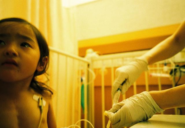 Bố Nhật cùng con gái bị bệnh tim bẩm sinh chiến đấu suốt 10 năm: Bố chẳng cần gì, chỉ cần con sống và 10.000 bức ảnh động lòng người - Ảnh 10.