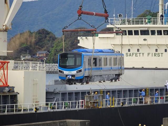 Cận cảnh đoàn tàu metro Bến Thành – Suối Tiên sắp cập cảng TP.HCM - Ảnh 1.