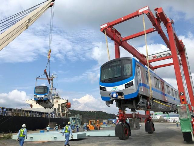 Cận cảnh đoàn tàu metro Bến Thành – Suối Tiên sắp cập cảng TP.HCM - Ảnh 2.