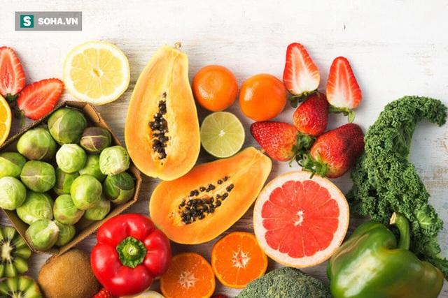 Khuyên nhau tự uống vitamin C liều cao, vài phút tỉnh như sáo: Nói hàm hồ ăn rau xanh, trái cây là đủ! - Ảnh 2.