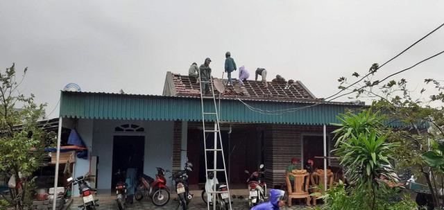 Chưa đầy 1 phút, trận lốc xoáy làm tốc mái 29 nhà dân  - Ảnh 1.