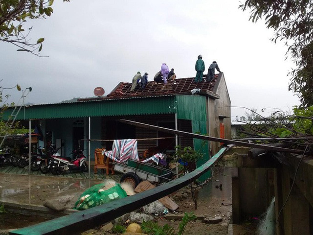 Chưa đầy 1 phút, trận lốc xoáy làm tốc mái 29 nhà dân  - Ảnh 2.