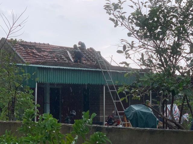 Chưa đầy 1 phút, trận lốc xoáy làm tốc mái 29 nhà dân  - Ảnh 6.
