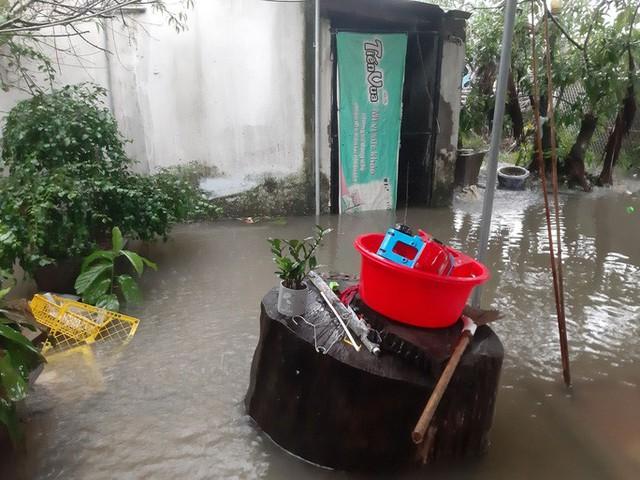 Mưa lớn, thủy điện đồng loạt xả lũ, hàng ngàn nhà dân ở Nghệ An bị ngập sâu  - Ảnh 8.
