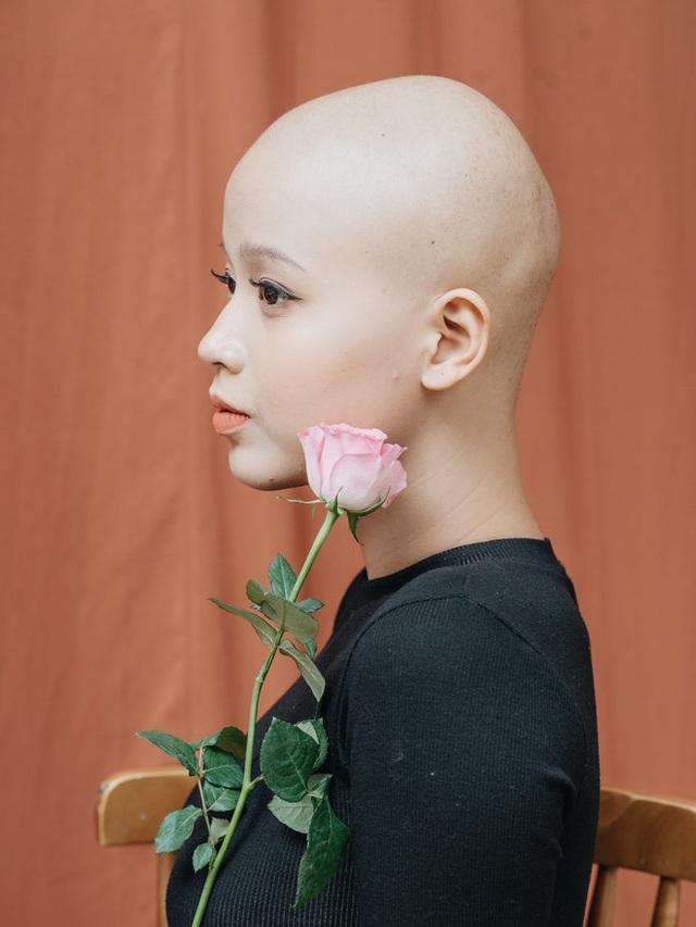 Hành trình 1 năm 4 tháng chiến đấu với ung thư vú của nữ sinh Ngoại Thương: Mình đã tốt nghiệp Bệnh viện K - Ảnh 1.