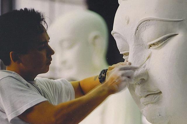 1 tảng đá được chọn để tạc tượng Phật, 2 người thợ cho ra 2 kết quả và cái kết đáng ngẫm - Ảnh 2.