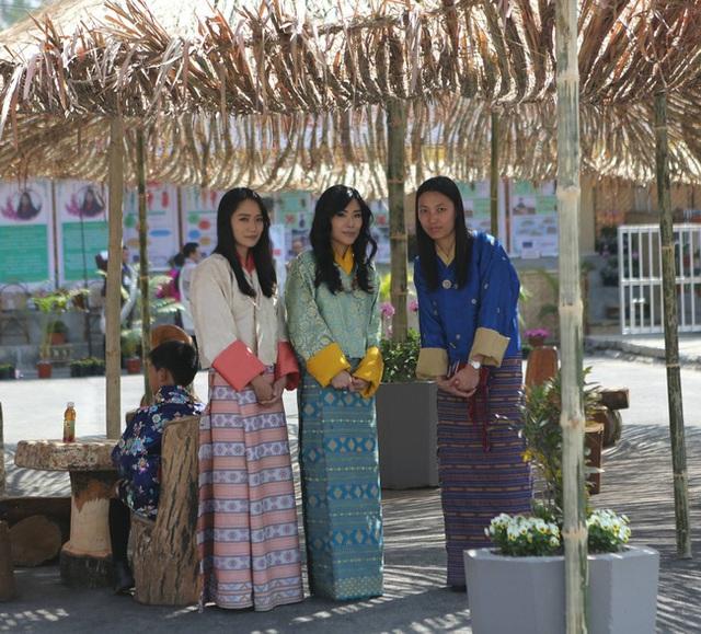Gia đình cực phẩm của Hoàng hậu vạn người mê Bhutan: Em trai làm phò mã, chị gái xinh đẹp kết hôn với hoàng tử - Ảnh 4.
