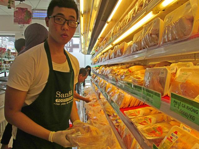 Bất hợp lý: Giá gà công nghiệp ở miền Bắc cao hơn miền Nam đến 60%  - Ảnh 1.