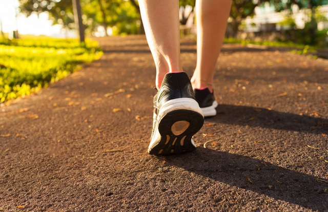 Đi bộ có tác dụng giảm nguy cơ tăng huyết áp, giúp giảm cân nhưng nếu mắc phải những sai lầm này thì mọi thứ thành công cốc - Ảnh 3.